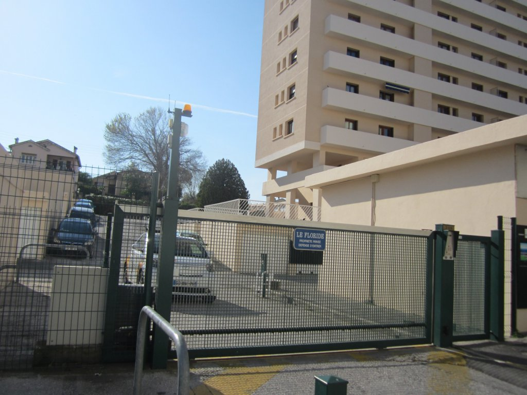 Location toulon garage le floride for Location garage sollies pont